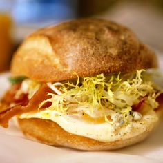 Chef Tom Colicchio's fried eggs, bacon, and gorgonzola sandwich from Wichcraft (so good! Best Breakfast Sandwich, Savory Breakfast, Breakfast Recipes, Breakfast Casserole, Chef Recipes, Copycat Recipes, Real Food Recipes, New Cooking, Quick Meals