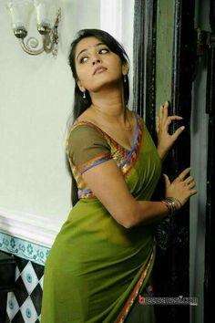 Anushka Shetty Hot And Sexy Saree Photos - Hindi Business Tips Beautiful Girl Indian, Most Beautiful Indian Actress, Beautiful Saree, Beautiful Actresses, Beautiful Gorgeous, Beautiful Women, Simply Beautiful, Saris, Anushka Shetty Saree