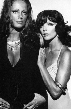 jackie collins and joan collins Old Hollywood Glamour, Golden Age Of Hollywood, Hollywood Stars, Dame Joan Collins, Jackie Collins, Steve Mcqueen, Paul Newman, Brigitte Bardot, David Bowie