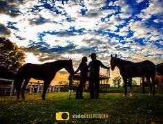 Livia e Henrique, sessão pre-casamento, feita em São Pedro com cavalos, os noivos com muita ligação com os animais, em um belo final de tarde