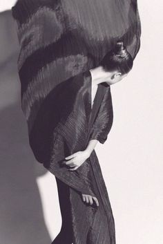 Irving Penn | Issey Miyake Those who see the changes dream * Design Catwalk