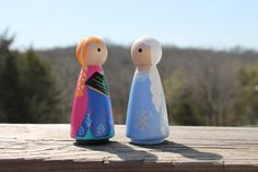 Homemade Frozen toys … go to love these peg dolls!