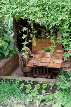 love these raised beds surrounding the outdoor dining area. by pauline