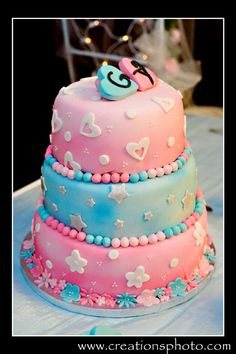 Angela & Greg's pink and blue wedding cake  -Creationsphoto