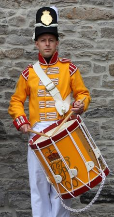 Drummer, Regiment of Foot (Prince Regent's County of Dublin Regiment; later changed to Prince of Wales Royal Canadian Regiment). Raised in Ireland in 1804 the regiment served exclusively in Canada and North America during the War of British Army Uniform, British Uniforms, First French Empire, War Drums, Crusader Knight, Honor Guard, War Of 1812, Royal Marines, Napoleonic Wars