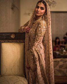 hindi, india, and saree image Pakistani Couture, Pakistani Wedding Dresses, Indian Wedding Outfits, Pakistani Outfits, Bridal Outfits, Indian Dresses, Indian Outfits, Asian Wedding Dress, Asian Bridal
