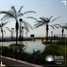 Nosso espelho d'água é uma ótima paisagem para tirar fotos bem legais.  Aproveite e venha conhecer melhor a decoração do ambiente em frente à entrada principal do Buriti Rio Verde.