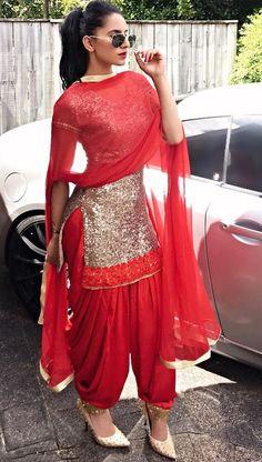 Patiala suit shalwar kameez in gold and red Patiala Suit Designs, Kurta Designs Women, Salwar Designs, Kurti Designs Party Wear, Blouse Designs, Indian Gowns Dresses, Pakistani Dresses, Punjabi Salwar Suits, Patiala Salwar Suits