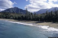 ke'e beach This is on the end of the road in Kaui ;coming into the Na Pali Coast State Wilderness Park. Beach List, Beach Fun, Oh The Places You'll Go, Places To Travel, Places To Visit, Beach Tops, Road Trip Usa, Travel And Tourism, Adventure Awaits