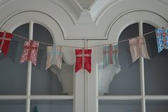 Great Ideas - 16 Fall Banner and Bunting Projects! - Tatertots and Jello Danish Christmas, Scandinavian Christmas, Scandinavian Design, Swedish Design, Bunting Garland, Bunting Ideas, Buntings, Santa Lucia Day, Vintage Pendant Lighting