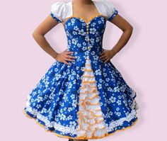 Huasa chilena, Vestidos de china! Clogs Outfit, Estilo Retro, Dance Outfits, Fashion Outfits, Womens Fashion, Pretty Little, Costumes, Formal Dresses, How To Wear