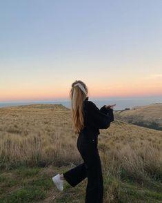 good to be out 🌴 – Fotografie Shotting Photo, Poses Photo, Good Vibe, Insta Photo Ideas, Summer Aesthetic, Gray Aesthetic, Travel Aesthetic, Aesthetic Fashion, Jolie Photo