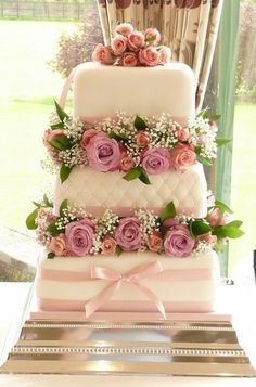 Beautiful cake with roses
