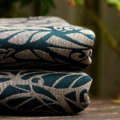 Solnce Genesis Berkana Genesis Berkana  warp: 46% black Egyptian cottonweft: 20% malachite merino wool, 17% natural baby camel, 17% natural tussah silk300 gr/m2, triweave