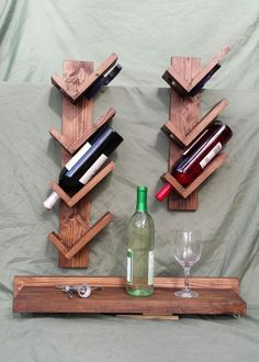 7 Bottle Wine Rack and Shelf by NagNassAcres on Etsy Wine Shelves, Wine Storage, Coaster Furniture, Diy Furniture, Pallet Wine, Wood Wine Racks, Wine Bottle Holders, Wine Bottles, Wine And Beer
