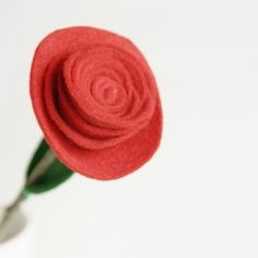 Make this simple felt rose. Includes an step by step tutorial.
