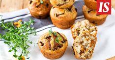 Kantarellimuffinssit sopivat niin välipalaksi, evääksi kuin kahvipöytäänkin. Baked Potato, Muffin, Potatoes, Baking, Breakfast, Ethnic Recipes, Food, Bread Making, Breakfast Cafe