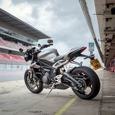 The new Triumph Street Triple RS - at home on road or track