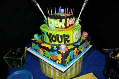 Wants and Wishes: Party planning: Neon/ Glow in the Dark Party 17th Birthday Party Ideas, Superhero Birthday Party, Boy Birthday Parties, Birthday Kids, Birthday Stuff, 13th Birthday, Glow In Dark Party, Glow Party, Party Party