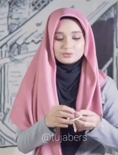 The particular scarf is the central piece while in the apparel of women using hijab. Hijab Casual, Stylish Hijab, Hijab Fashion Summer, Modern Hijab Fashion, Hijab Fashion Inspiration, Muslim Fashion, Tutorial Hijab Segitiga, Simple Hijab Tutorial, Mode Turban