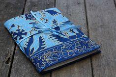 How to make fabric journal covers. Get creative and make your own dream journal. From The Little Green House. Diy Projects To Try, Sewing Projects, Little Green House, Dream Journal, Fabric Postcards, Fabric Journals, Diy Crafts For Gifts, Handmade Books, Journal Covers