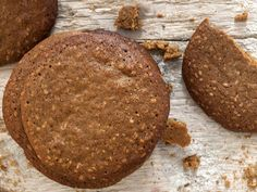 Yorkshire Parkin biscuits are a delicious alternative to the cake. The biscuits are packed with ginger and spices to warm you from top to toe. Yorkshire Recipes, Yorkshire Parkin, Biscuit Cookies, Biscuit Recipe, Shortbread Cookies, Parkin Recipes, British Desserts, British Recipes, British Sweets