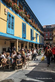 Ambiente Mercado el Fontán Oviedo Tableau Pop Art, Asturias Spain, Travel Bag, Places To See, Beautiful Pictures, Street View, History, Paraiso Natural, World
