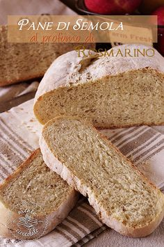 Pane di Semola al profumo di rosmarino http://www.mentaecioccolato.com/2013/05/pane-di-semola-al-profumo-di-rosmarino.html