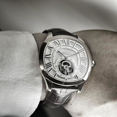 SIHH 2016 Cartier Drive de Cartier Flying Tourbillon housed the manual 9452 MC movement which only shows the time and the tourbillon. It also carries the Geneva Seal.Will be available this May 2016. Stay tuned with @mensunohk for more #SIHH2016 live report at: http://ift.tt/1RARmVi #SIHH #SIHH2016 #mensunoSIHH #SIHHGeneva #Cartier #DrivedeCartier #Tourbillon #GenevaSeal #watch #watches #watchgeek #watchporn #WatchAddict #dailywatch #wristwatch #WatchStyling #MensWatch #Timepiece #InstaWatch…