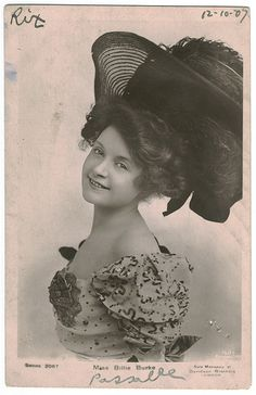 Billie Burke♥ played Glenda The Good Witch on Wizard Of Oz Belle Epoque, Vintage Photographs, Vintage Images, Vintage Pictures, Old Pictures, Old Photos, Glenda The Good Witch, Billie Burke, Bijoux Art Nouveau
