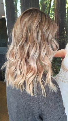 Blonde balayage highlights blonde hair honey beige Best Picture For half and half hair color aesthet Blonde Balayage Highlights, Hair Color Balayage, Blonde Hair Looks, Dark Blonde Hair, Medium Length Hair Blonde, Blonde Fall Hair Color, Cabelo Ombre Hair, Champagne Blonde Hair, Curly Hair Styles