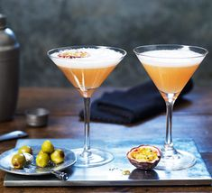 This easy passion fruit cocktail, sometimes called a 'pornstar martini', is perfect for celebrating with friends. Top with prosecco for a special tipple Summer Drink Recipes, Summer Drinks, Cocktail Drinks, Processco Cocktails, Bartender Drinks, Alcoholic Drinks, Beverages, Lemonade Cocktail, Cocktail Night