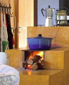 O fogão a lenha ganhou acabamento de cimento queimado