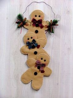 50 Gingerbread Decoration Ideas – Christmas Craft Ideas The gingerbread man used to only be a favorite motif for cookies. But his popularity has now extended beyond the kitchen. Now he is decorating homes; Gingerbread Crafts, Gingerbread Decorations, Felt Decorations, Christmas Gingerbread, Christmas Decorations, Gingerbread Men, Gingerbread Cookies, Chicken Decorations, Ramadan Decorations