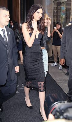 Kendall Jenner's dress goes perfectly with those sharp black heels!