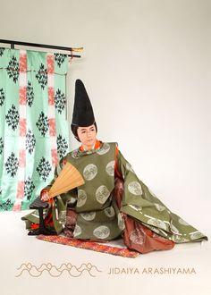A man dressed in kariginu at a kimono photography experience. Japanese Costume, Japanese Kimono, Japanese Fashion, Heian Era, Heian Period, Character Inspiration, Character Design, Male Kimono, Basara