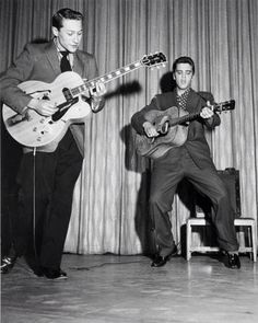 Elvis and Scotty Moore - New Frontier Hotel Las Vegas April 1956 50s Rock And Roll, Scotty Moore, Rockabilly Rebel, King Photo, John Lennon Beatles, Elvis Presley Photos, Chuck Berry, Special Pictures, Great Smiles