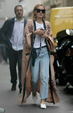 Le Fashion: Street Style: 3 Ways To Wear Long Kimono-Inspired Jackets Street Style Trends, Looks Street Style, Street Styles, Look Fashion, Fashion Outfits, Fashion Trends, Cheap Fashion, Fasion, Fashion Sites