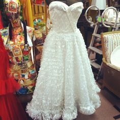 And people say they don't like vintage dresses... Tut tut tut