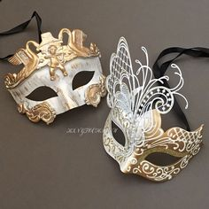 These beautiful venetian man masquerade masks are ideal for Wedding, Masquerade Ball, New Year& Eve Party, Mardi Gras Celebration, also makes a wonderful addition to your collection. - Detailed with intricate Modern Venetian inspired designs. Masquerade Party Outfit, White Masquerade Mask, Couples Masquerade Masks, Masquerade Wedding, Masquerade Theme, Venetian Masquerade, Venetian Masks, Masquerade Dresses, Masquerade Costumes