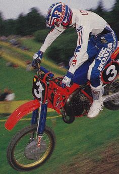 Ronnie Lechien on his über-trick Factory Honda RC125 at the 1985 Motocross des Nations.