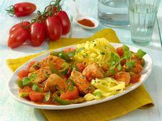 Hähnchen-Tomaten-Paprika-Ragout mit Nudeln