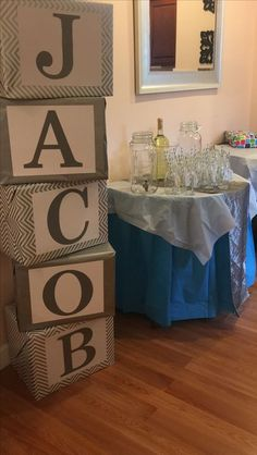 Simple baby shower ideas for boys. baby shower name blocks Deco Baby Shower, Shower Bebe, Simple Baby Shower, Baby Shower Parties, Baby Shower Themes, Shower Ideas, Male Shower, Dedication Ideas, Baby Dedication