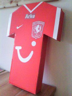 FC Twente shirt. Surprise voor een voetballertje.