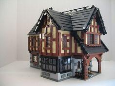 Lego Burg, Lego Christmas Village, Lego Pictures, Amazing Lego Creations, Medieval Houses, Minecraft Architecture, Lego Modular, Lego Castle, Lego Room