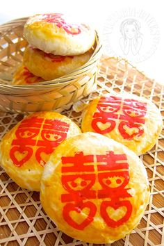 Discover what are Chinese Food Dessert Taiwan Food, Singapore Food, Chinese Wife Cake Recipe, Chinese Moon Cake, Chinese Bun, Mooncake Recipe, Best Chinese Food, Chinese Recipes, Chinese Deserts