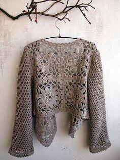 a boho vest made with granny - La Grenouille Tricote crochet femme Crochet Bolero, Pull Crochet, Gilet Crochet, Crochet Diy, Crochet Jacket, Crochet Poncho, Crochet Cardigan, Love Crochet, Beautiful Crochet
