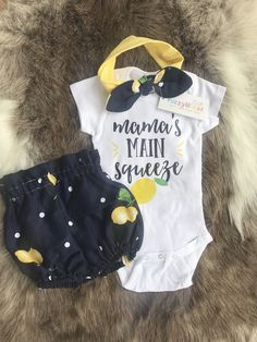 Beautiful lemons all over navy blue baby girl bloomer,matching headband and bodysuit/ mama's main squeeze, birthday outfit,going home outfit - Baby Girl - Bebe Baby Bikini, Birthday Outfit, Baby Girl Birthday, Baby Pullover, Shower Bebe, Baby Blog, Everything Baby, Baby Kids Clothes, Baby Time