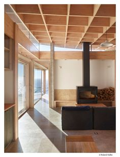 Image 8 of 17 from gallery of House in Matanzas / Cristián Izquierdo Lehmann. Photograph by Roland Halbe Sliding Windows, Large Windows, Arch Interior, Interior Design, House Arch Design, Red Houses, Weekend House, Architecture Board, Timber Wood