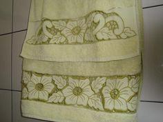 Toalha de banho richilieu verde - artesanum com Kids, Dress, Bath Linens, Paths, Godmothers, Dish Towels, Tutorials, Cook, Green